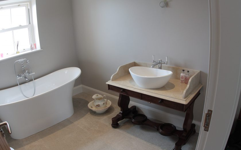 frazer bespoke ensuite sink and bath