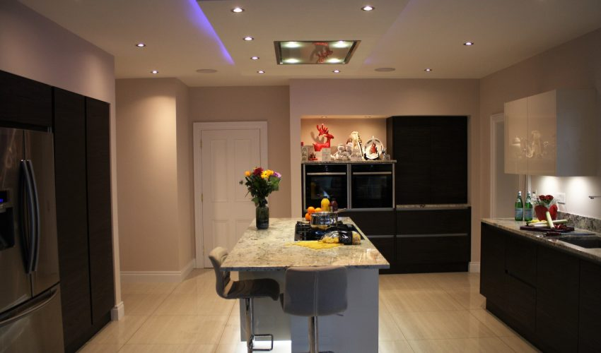 HANDLESS MODERN KITCHEN