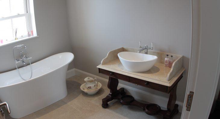 frazer bespoke ensuite sink and bath